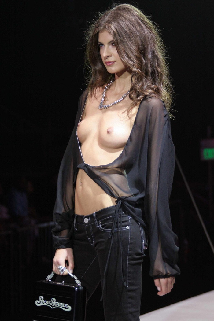 【ファッションショーエロ画像】朗報!世界のファッションショーはこんなにエロかったwww 17