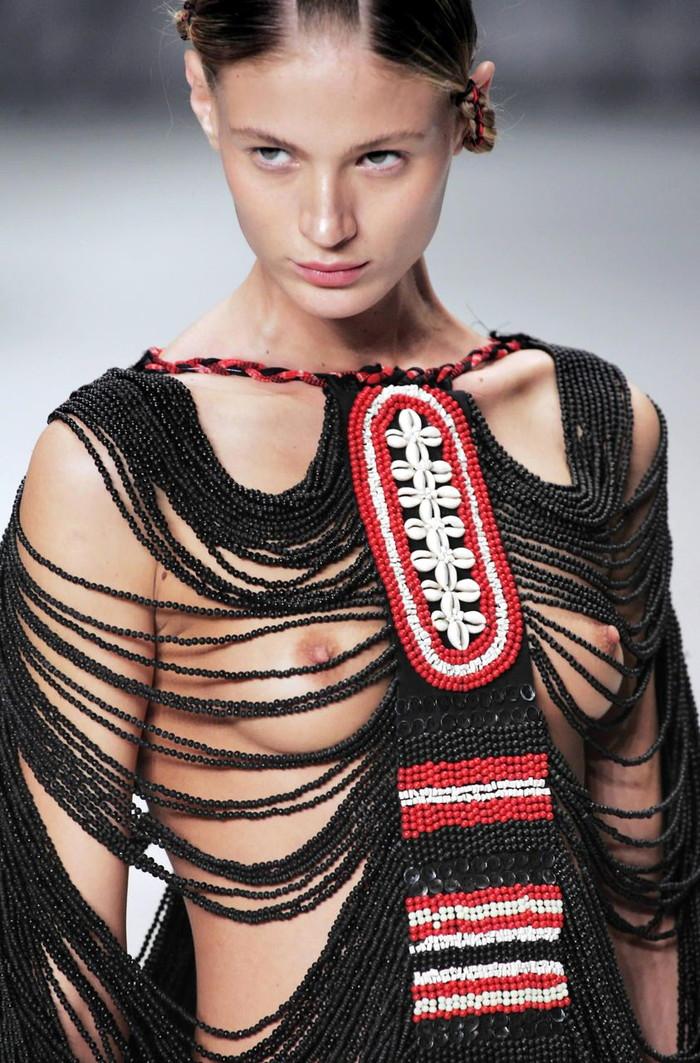 【ファッションショーエロ画像】朗報!世界のファッションショーはこんなにエロかったwww 21