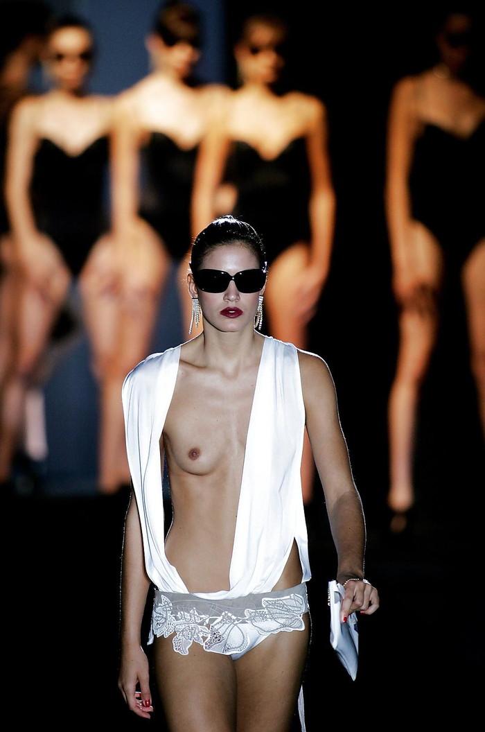 【ファッションショーエロ画像】朗報!世界のファッションショーはこんなにエロかったwww 27