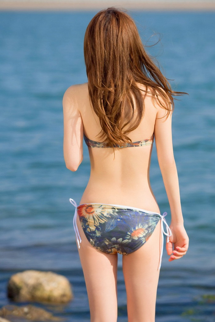 【ビキニエロ画像】夏が待ちきれない!夏が恋しくなるビキニの女の子画像集めたったw 24