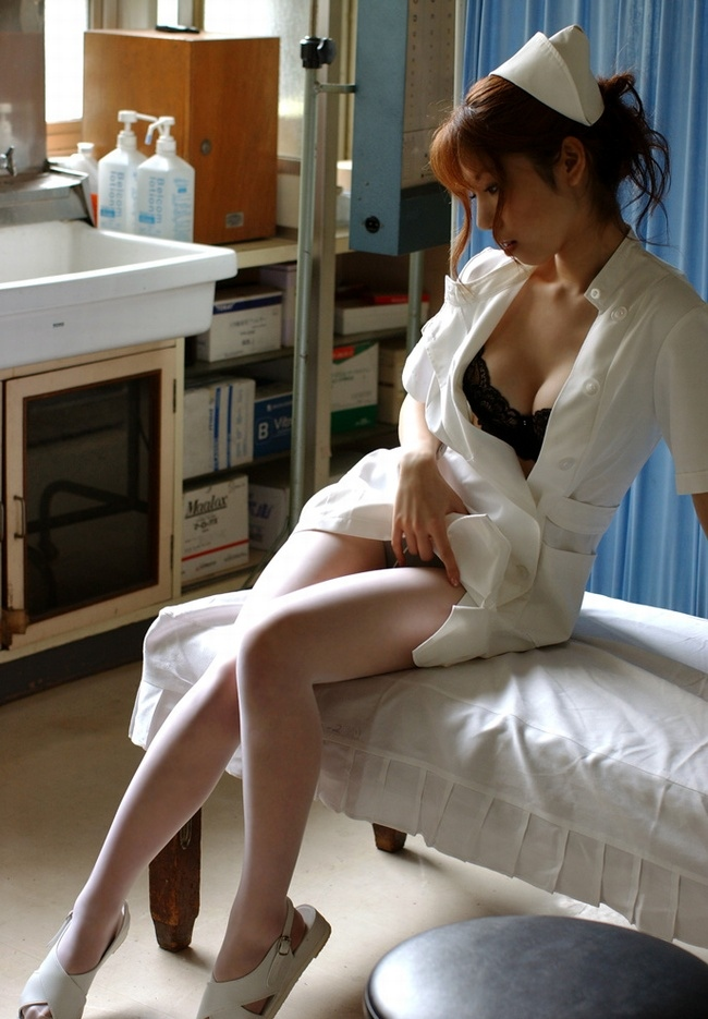 【ナースコスエロ画像】ナースコスの女の子たちのあられもない姿にフル勃起確定! 15