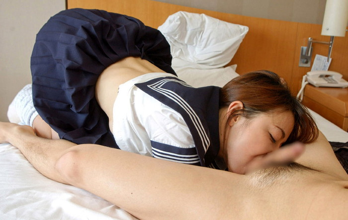 【JKコスプレフェラエロ画像】JKコスプレの女の子がチンポにフェラチオ奉仕! 21