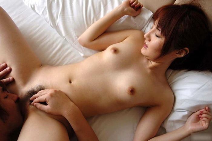 【クンニリングスエロ画像】女の子の性器を舐めまくって愛撫するクンニリングス!