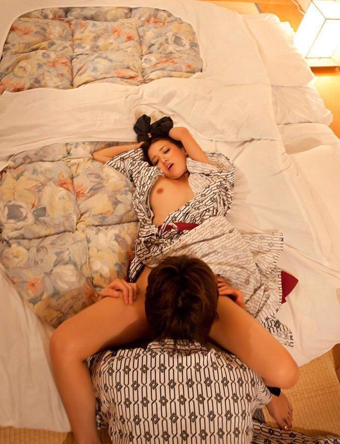 【クンニリングスエロ画像】女の子の性器を舐めまくって愛撫するクンニリングス! 26