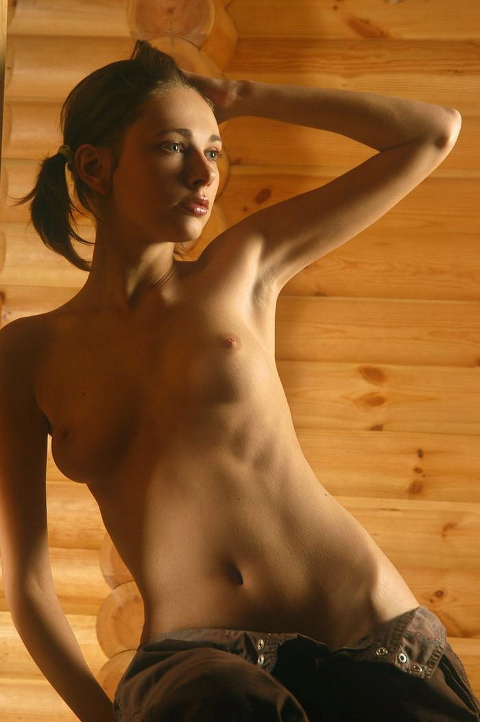 【白人エロ画像】透き通るほどの白い肌に思わずムラムラしてしまう白人美女! 23
