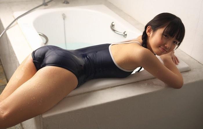 【スク水エロ画像】意外なほどに肌に張り付くスク水って見た目、結構エロいよなw 03