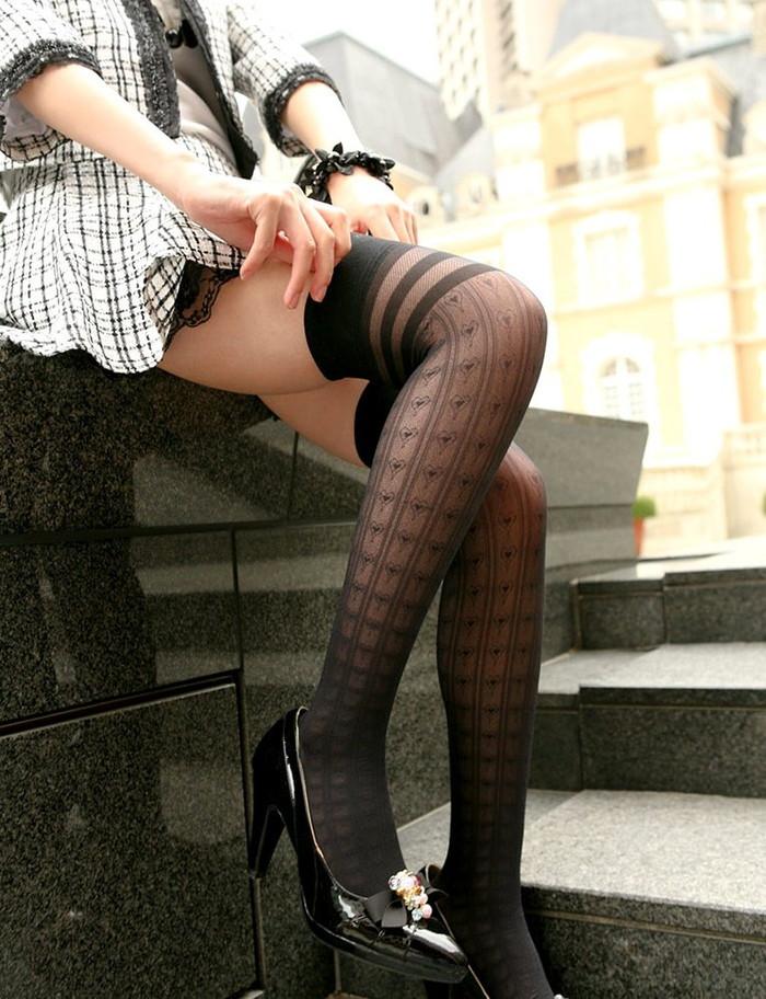 【ミニスカートエロ画像】こんなミニのスカートならパンチラするのも必定だよなw 11