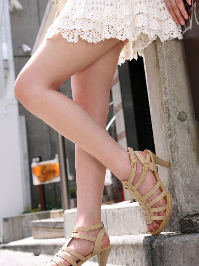 【ミニスカートエロ画像】こんなミニのスカートならパンチラするのも必定だよなw 14