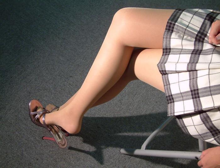 【ミニスカートエロ画像】こんなミニのスカートならパンチラするのも必定だよなw 21