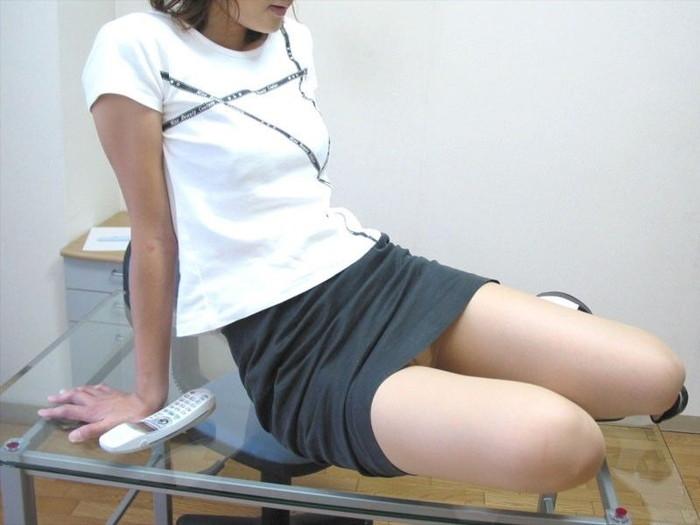 【ミニスカートエロ画像】こんなミニのスカートならパンチラするのも必定だよなw 24