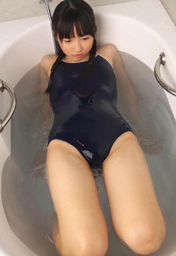 【スク水エロ画像】スクール水着を着たフレッシュな女の子たちの微エロな魅力! 25