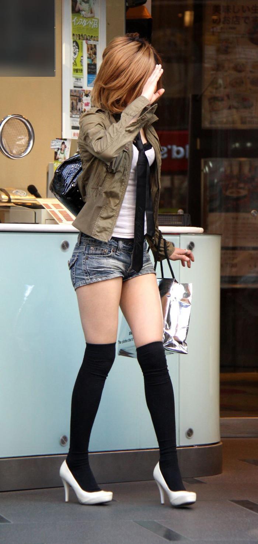 【ホットパンツエロ画像】太もも丸出しのホットパンツの素人娘の画像集めたった! 11