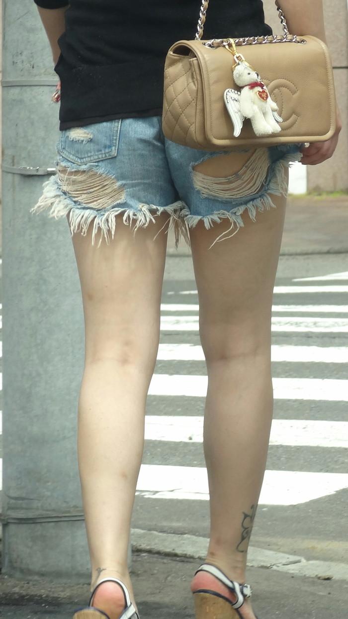 【ホットパンツエロ画像】太もも丸出しのホットパンツの素人娘の画像集めたった! 14