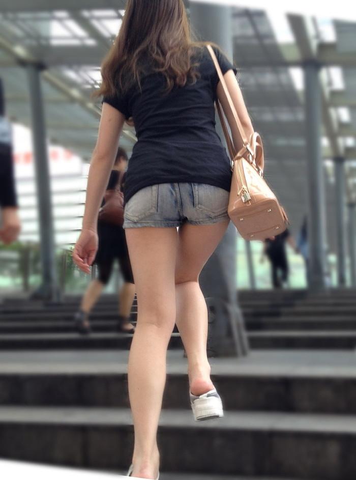 【ホットパンツエロ画像】太もも丸出しのホットパンツの素人娘の画像集めたった! 16
