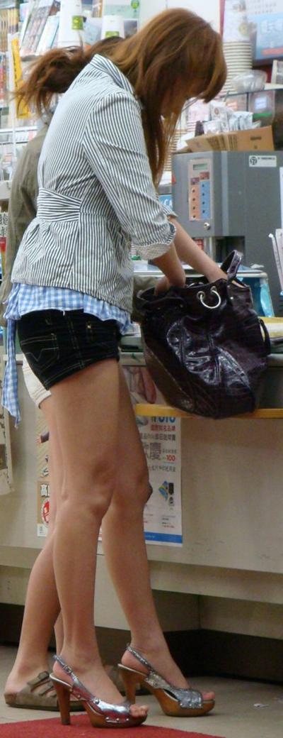 【ホットパンツエロ画像】太もも丸出しのホットパンツの素人娘の画像集めたった! 19