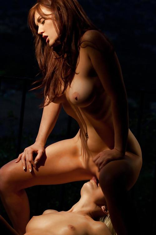 【海外レズビアンエロ画像】海外美女たちによるレズビアン行為が萌えるぅぅぅ! 07