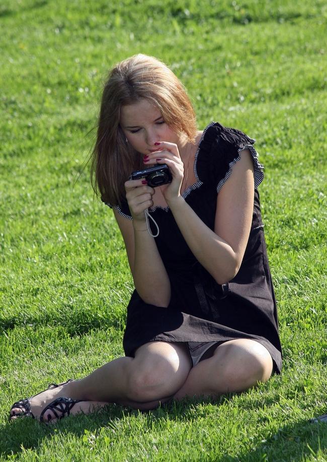 【海外パンチラエロ画像】海外女子たちのふとした瞬間のパンチラ画像集めたったぜw 10