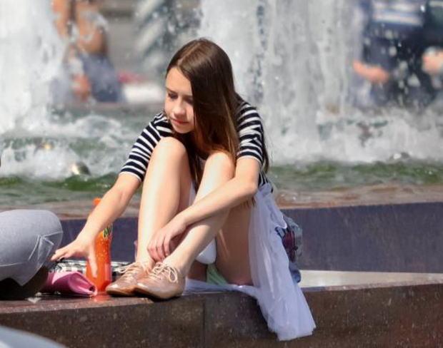 【海外パンチラエロ画像】海外女子たちのふとした瞬間のパンチラ画像集めたったぜw 20