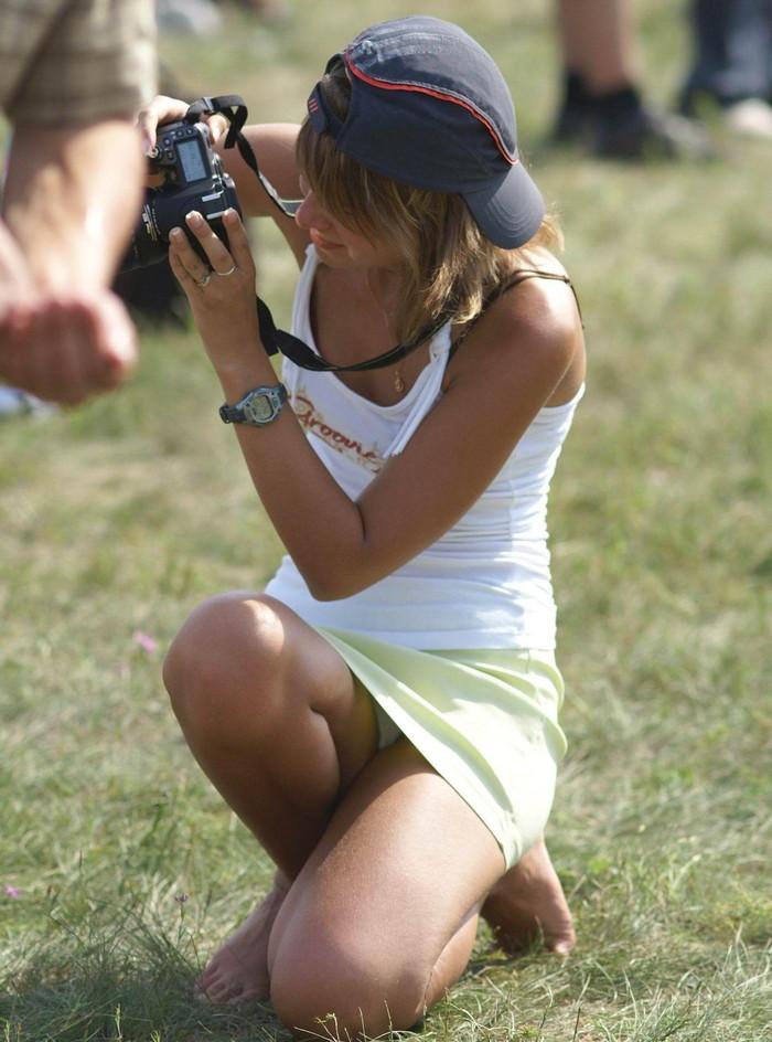 【海外パンチラエロ画像】海外女子たちのふとした瞬間のパンチラ画像集めたったぜw 21