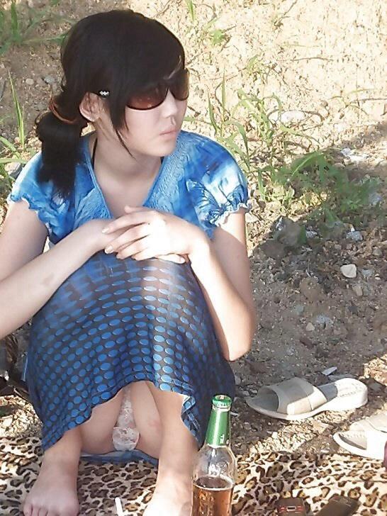【海外パンチラエロ画像】海外女子たちのふとした瞬間のパンチラ画像集めたったぜw 26