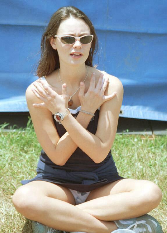 【海外パンチラエロ画像】海外女子たちのふとした瞬間のパンチラ画像集めたったぜw 27