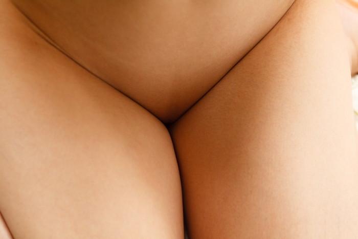 【パイパンエロ画像】つるつるの恥丘!どこかキケンな香りの漂うパイパン娘ww 18