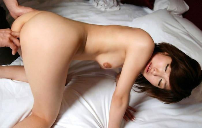 【手マンエロ画像】女の子の性器を手で指でいじり回す最も一般的な前戯がこちらw 10