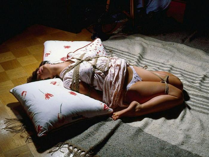 【緊縛プレイエロ画像】イタズラ心がムズムズ…こんな女見かけたら何もしない自信ある?ww 02