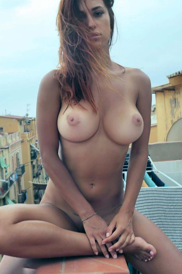 【海外日焼けエロ画像】海外の女の子たちの真っ白な肌に残る白と黒のコントラストがエロい! 25