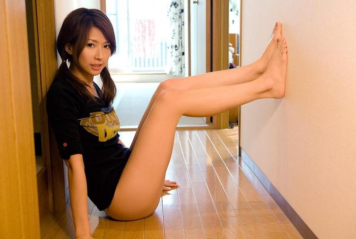 【美脚エロ画像】女の子の美しすぎる美脚!こんな足に踏まれてみたいwww 06