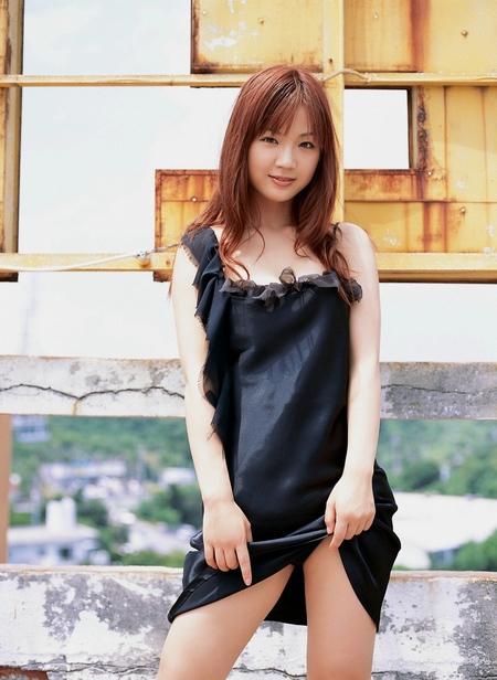 【セルフパンチラエロ画像】女の子がスカートを捲り上げてパンチラ披露とかwww 18