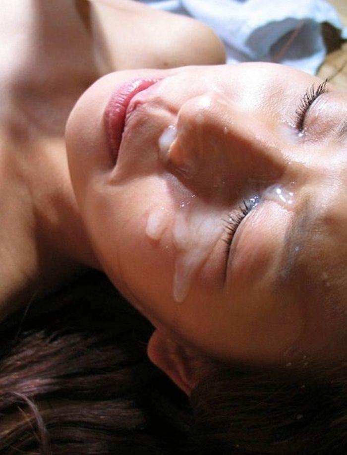 【顔射エロ画像】女の子の顔に男の欲望の汁がたっぷりトッピング!wwww 02