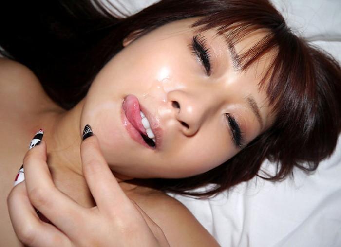 【顔射エロ画像】女の子の顔に男の欲望の汁がたっぷりトッピング!wwww 05