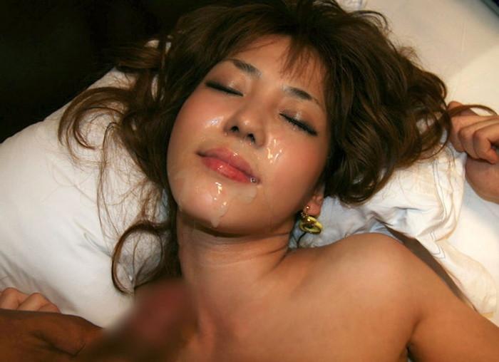 【顔射エロ画像】女の子の顔に男の欲望の汁がたっぷりトッピング!wwww 16