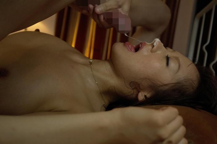 【顔射エロ画像】女の子の顔に男の欲望の汁がたっぷりトッピング!wwww 25