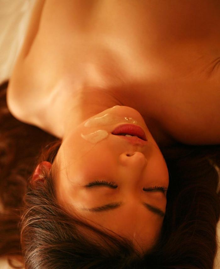 【顔射エロ画像】女の子の顔に男の欲望の汁がたっぷりトッピング!wwww 27