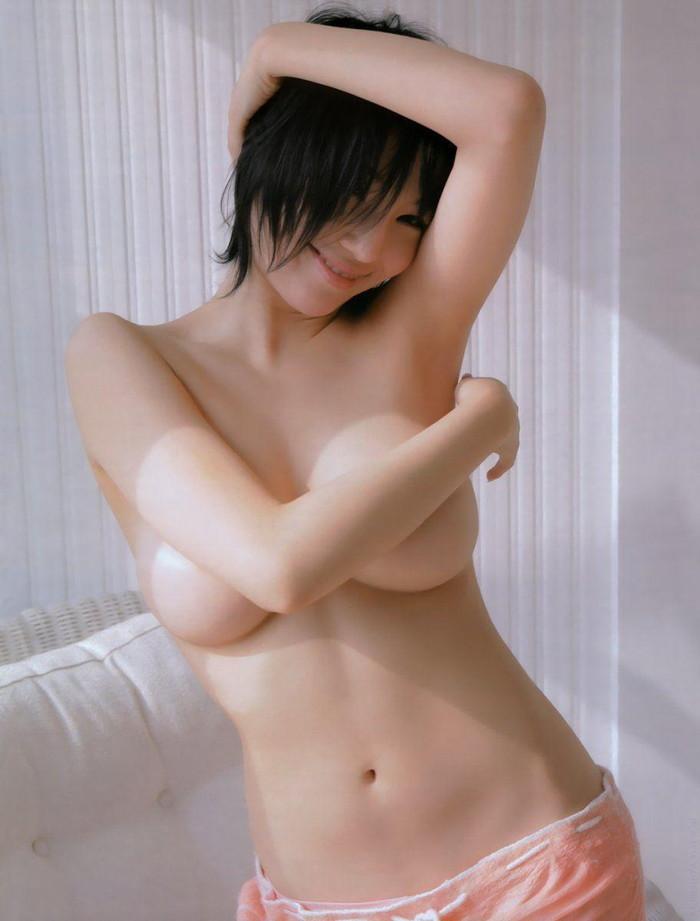 【手ブラエロ画像】おっぱいを手で覆って隠している手ブラとかいうやつめっちゃエロいw 09