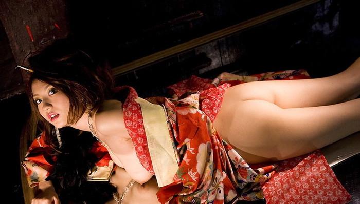 【和服エロ画像】こんな画像みて美しい!と思える時って日本人で良かったと思うw