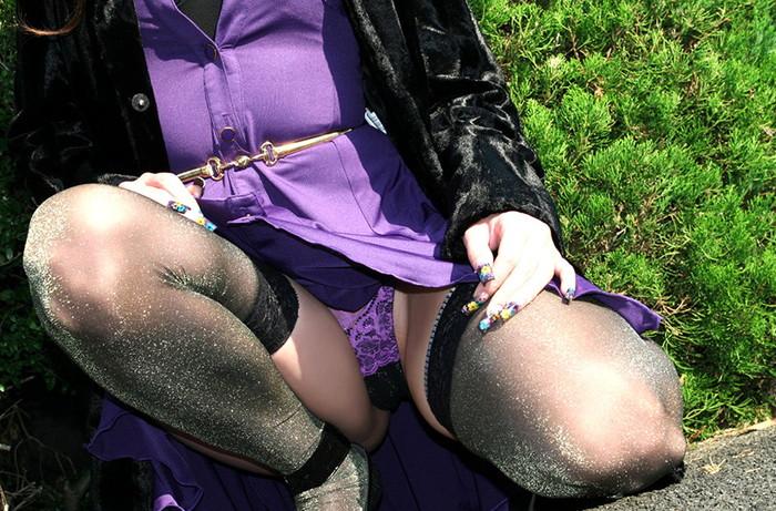 【しゃがみ込みパンチラエロ画像】しゃがみ込んだ女の子の股間から視線がそらせないww 14