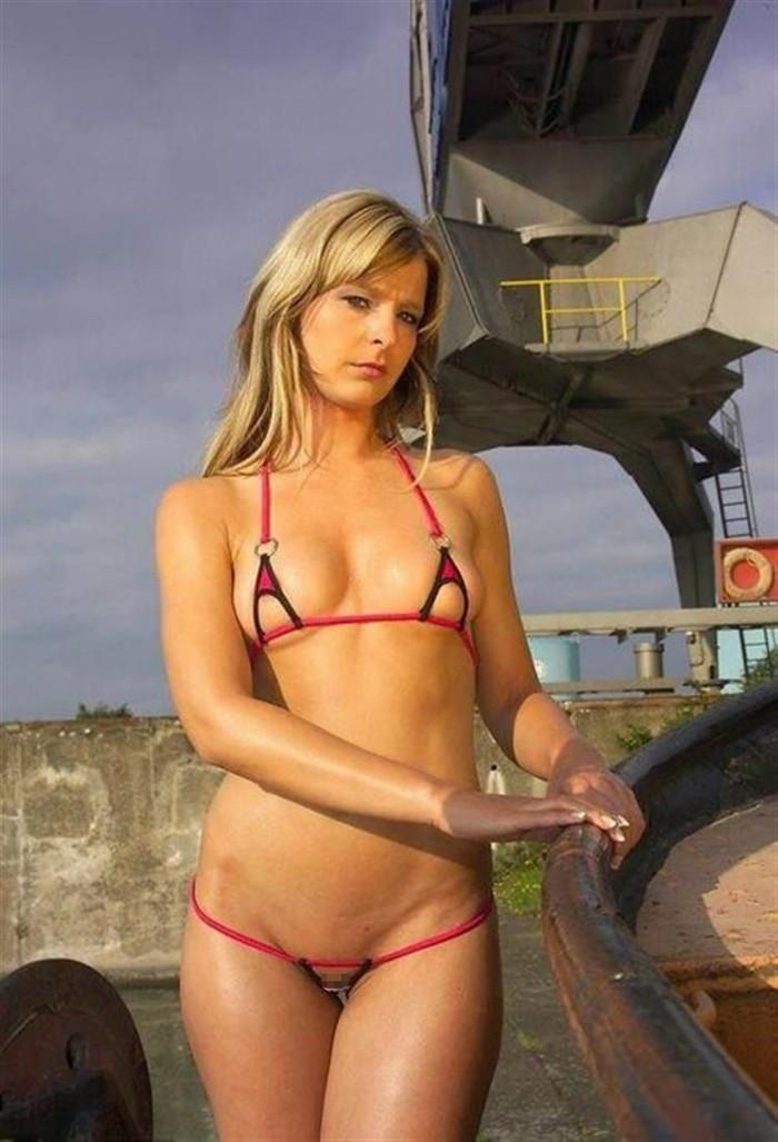 【海外マイクロビキニエロ画像】布部が少なすぎッ!海外美女たちマイクロビキニ着せてみたww 17