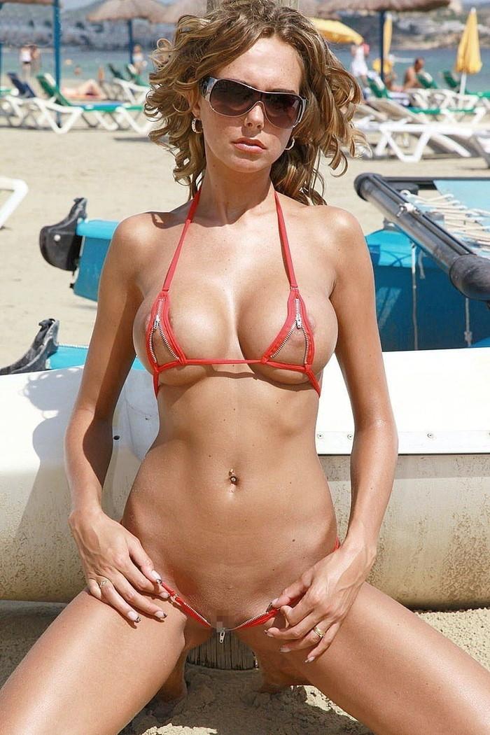 【海外マイクロビキニエロ画像】布部が少なすぎッ!海外美女たちマイクロビキニ着せてみたww 21