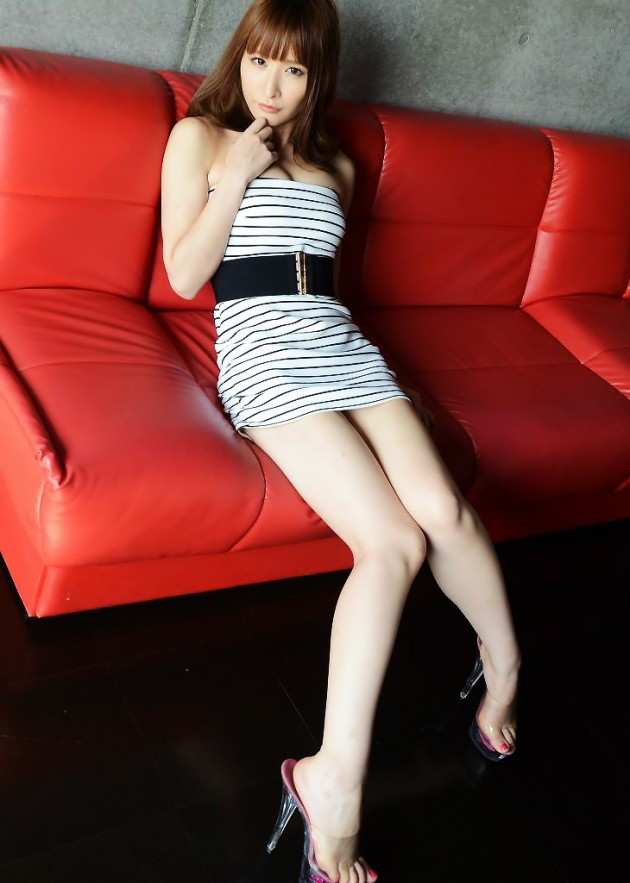 【美脚エロ画像】女の子のスラリと伸びた美しい美脚!足フェチ必見!www 12