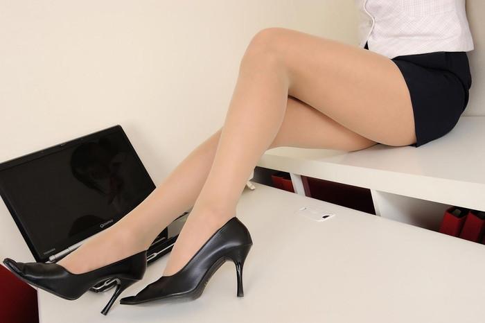 【美脚エロ画像】女の子のスラリと伸びた美しい美脚!足フェチ必見!www 17