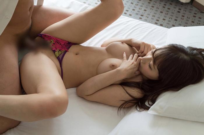 【セックスエロ画像】パンツだけ履いたままセックスしているせっかちカップル!? 09