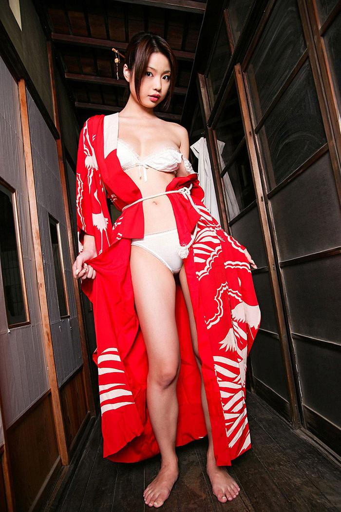 【和服エロ画像】和服姿の女の子って妙に艶っぽくてソソるんだよな! 24