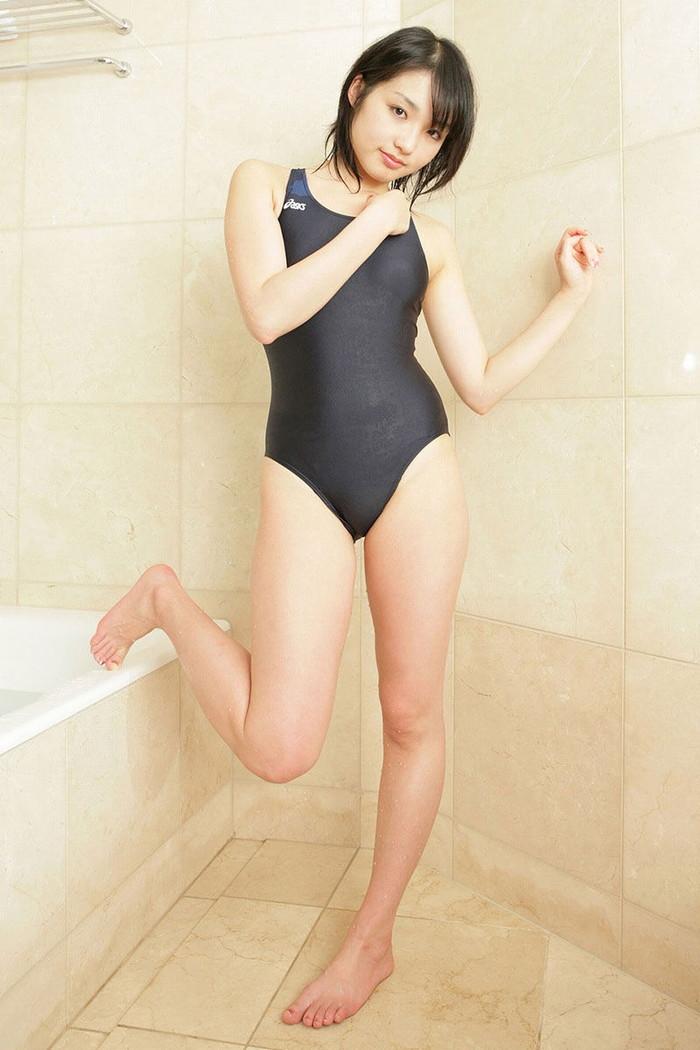 【競泳水着エロ画像】競泳水着ってこうして見るとものすごくエロい気がするww 21