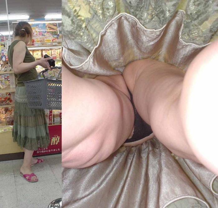 【逆さ撮りエロ画像】パンチラ回避絶対不可能な角度から素人の女の子の股間を狙い撃ち! 13