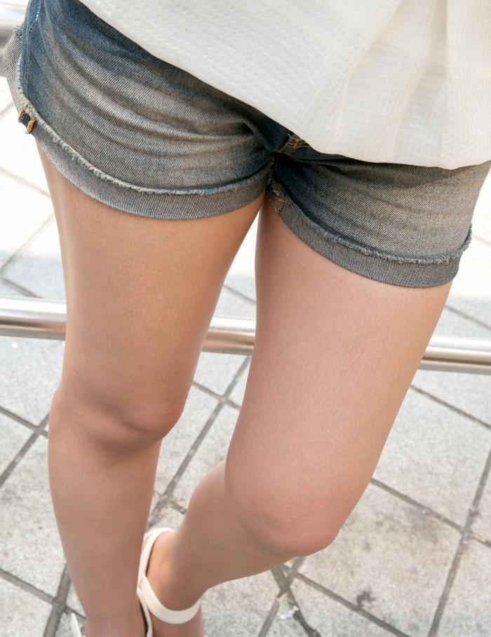【ホットパンツエロ画像】街中でこんなホットパンツの女の子見かけたら着いて行きたくなるよなw 17