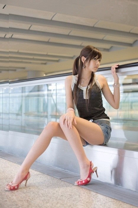 【ホットパンツエロ画像】街中でこんなホットパンツの女の子見かけたら着いて行きたくなるよなw 20