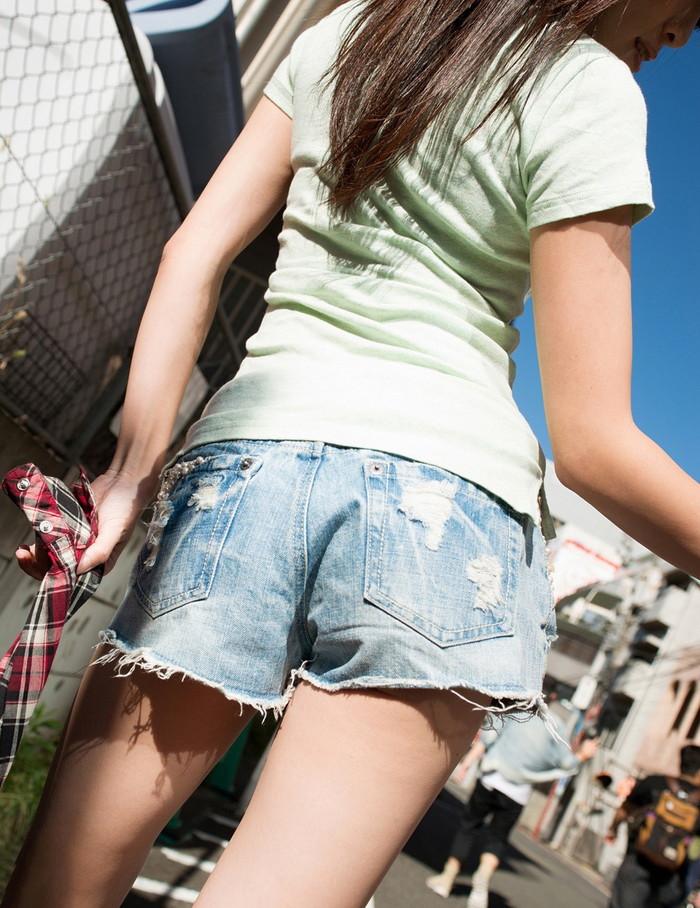 【ホットパンツエロ画像】街中でこんなホットパンツの女の子見かけたら着いて行きたくなるよなw 25